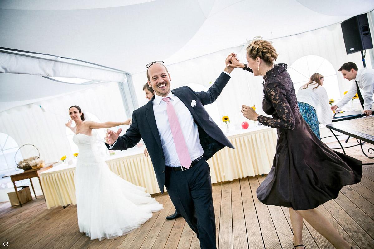 glückliche Tänze