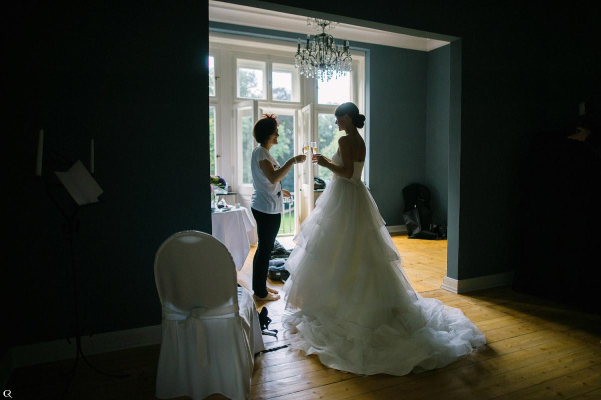 glückliche Hochzeitsgäste