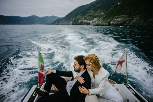 Wedding photos in the boat Tuscany