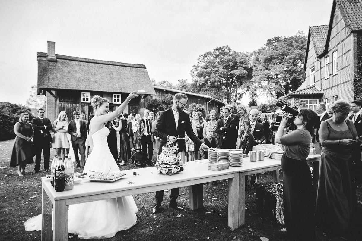 Hochzeitstorte schneiden