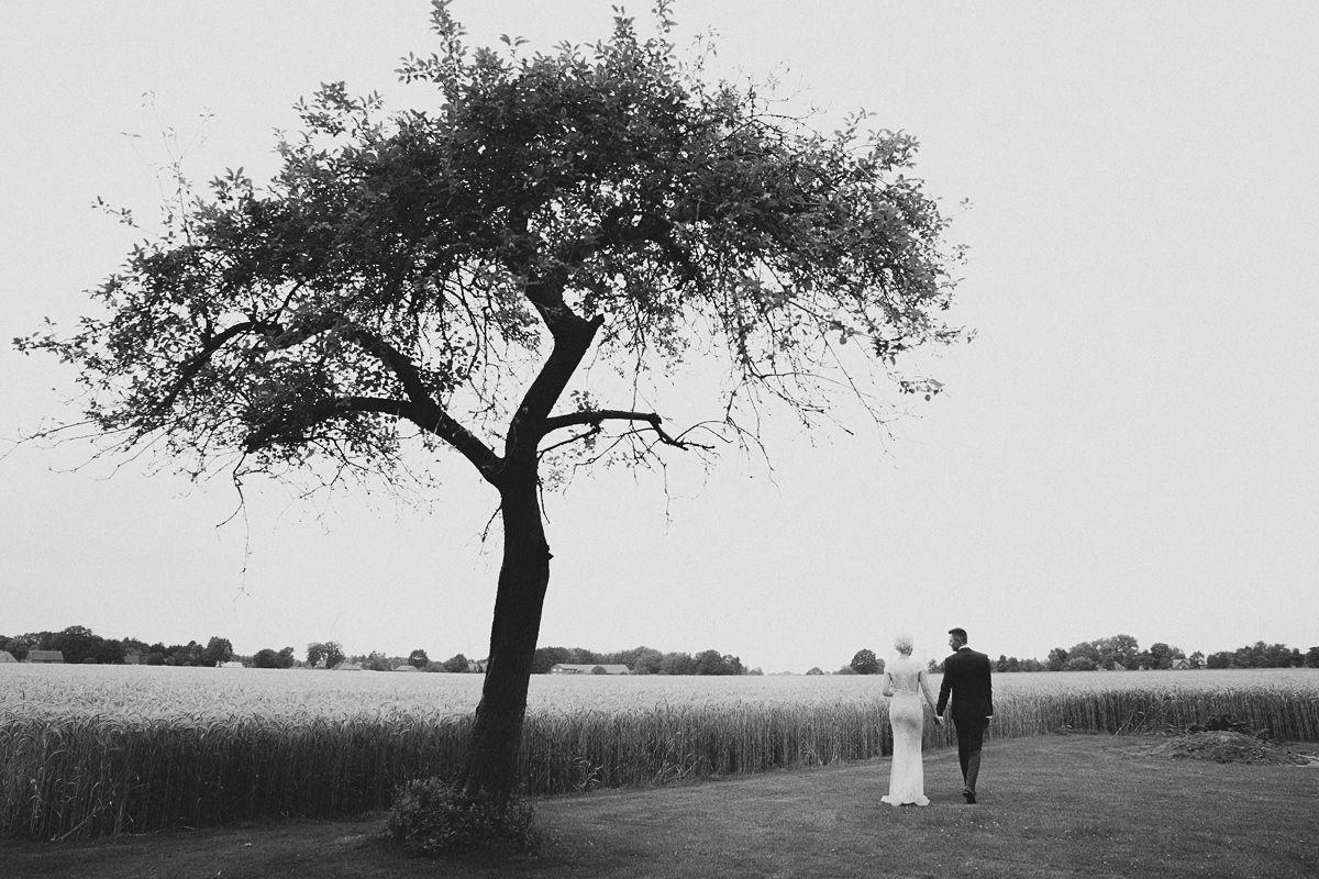 Hochzeitsfotos natur schwarz weiss